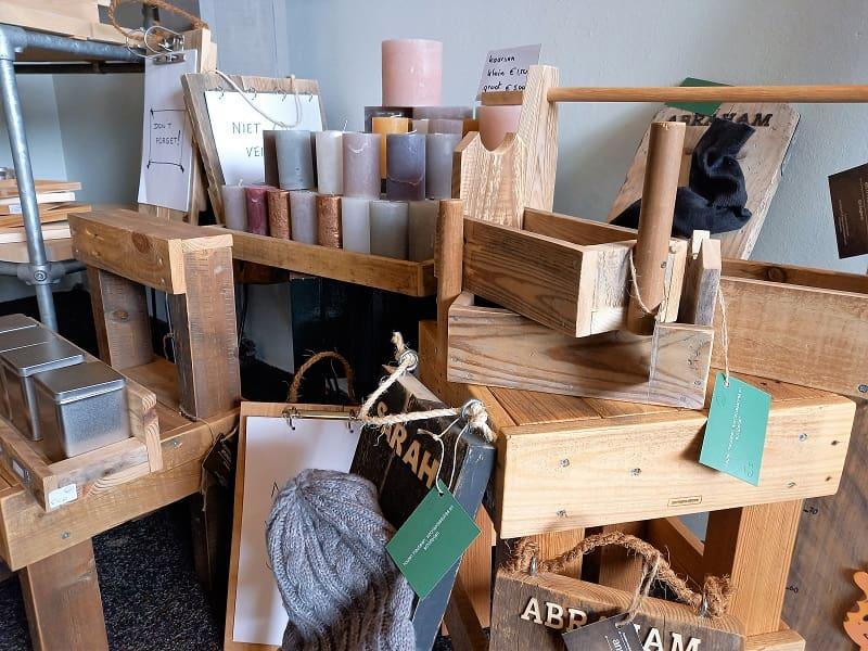 Handgemaakte houten tuinbanken, kratten, krukken en stoelen in Vorden