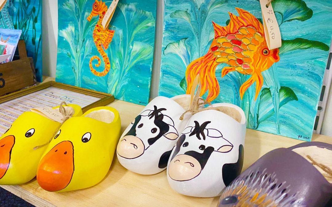 Vrolijke kunst en handbeschilderde geboorteklompjes in Vorden