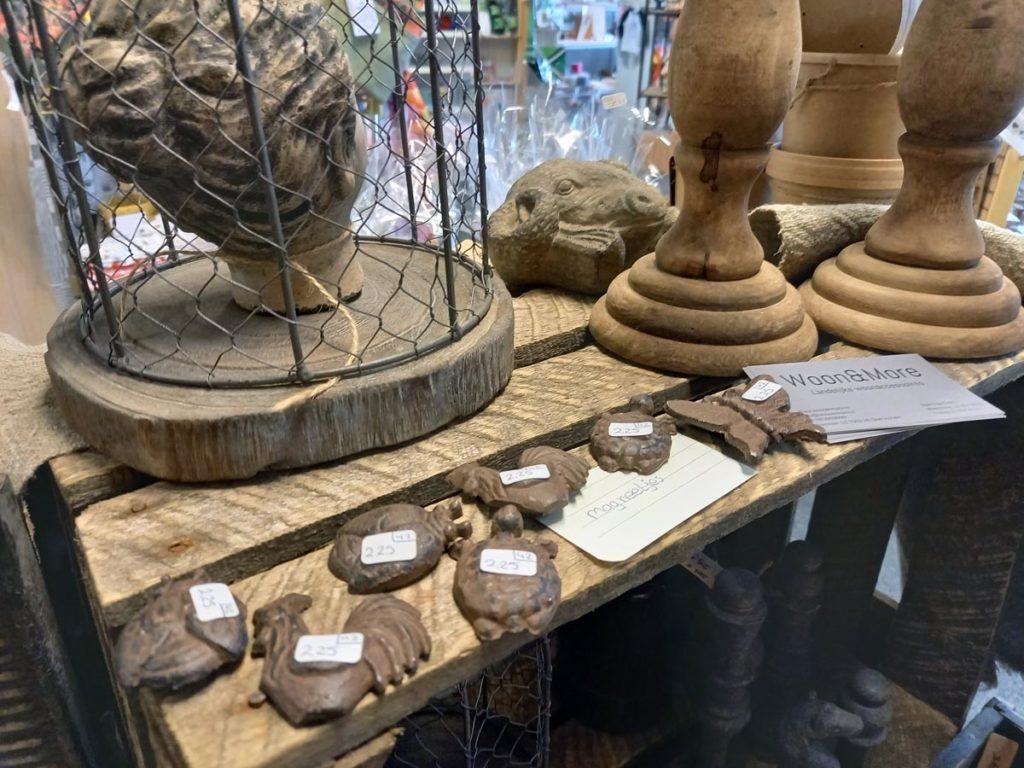 Landelijke en brocante woonaccessoires van ijzer, steen en hout